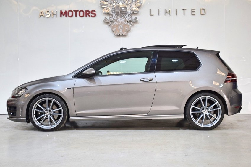 View VOLKSWAGEN GOLF R TSi 300 4Motion MANUAL - Pan Roof- Pro Nav- Dynaudio- Leather++