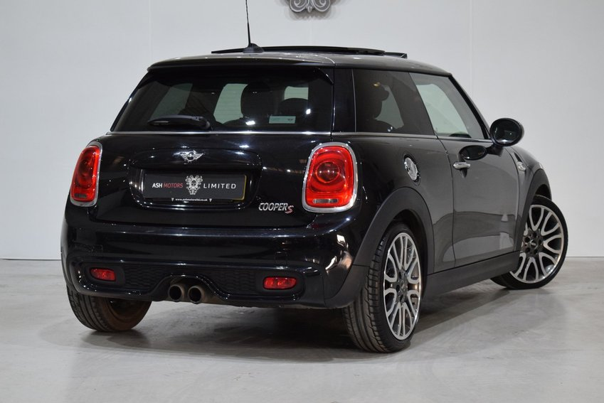 View MINI HATCHBACK Auto Cooper S Seven - PAN ROOF - MEDIA XL PACK - CHILLI PACK